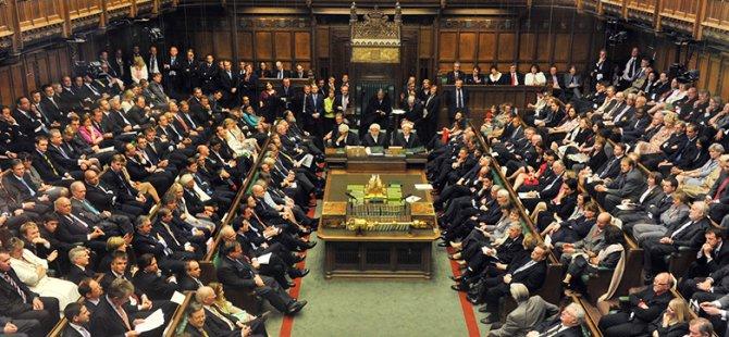 İngiltere'de hükümet parlamentodaki çoğunluğunu kaybetti