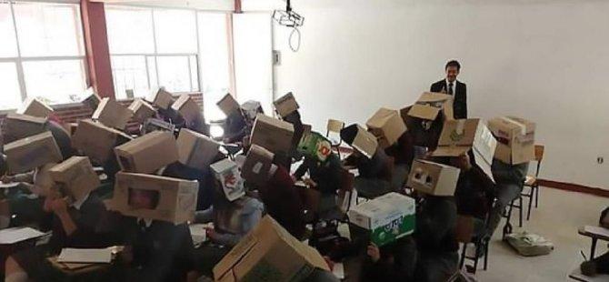 Öğrenciler kopya çekmesin diye kafalarını kutuya koydu