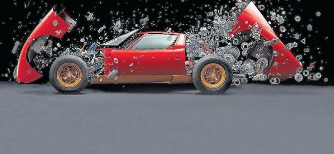 2 milyon dolarlık Lamborghini'yi 2 yılda paramparça etti