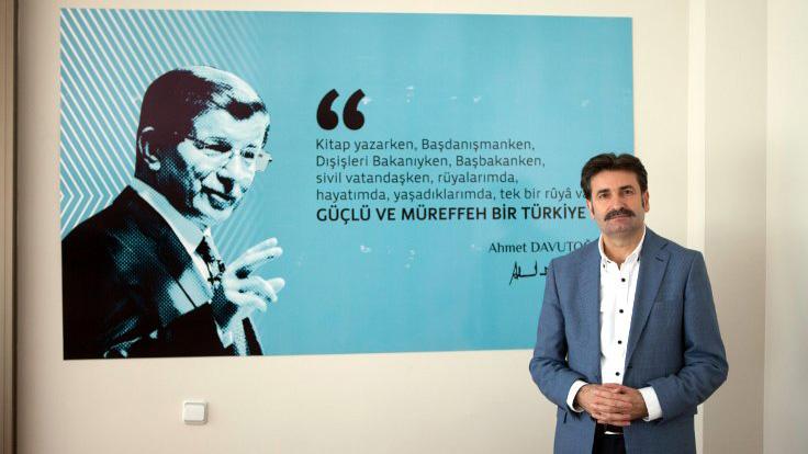 Davutoğlu'yla birlikte AKP'den ihraç edilmek üzere olan Ayhan Sefer Üstün: Evlat ve damat uğruna bu dava heba edildi