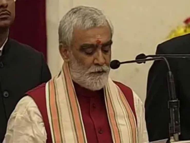 Hindistan sağlık bakanı: İlaç ve kanser tedavisi için 'inek çişi' üzerinde çalışıyoruz
