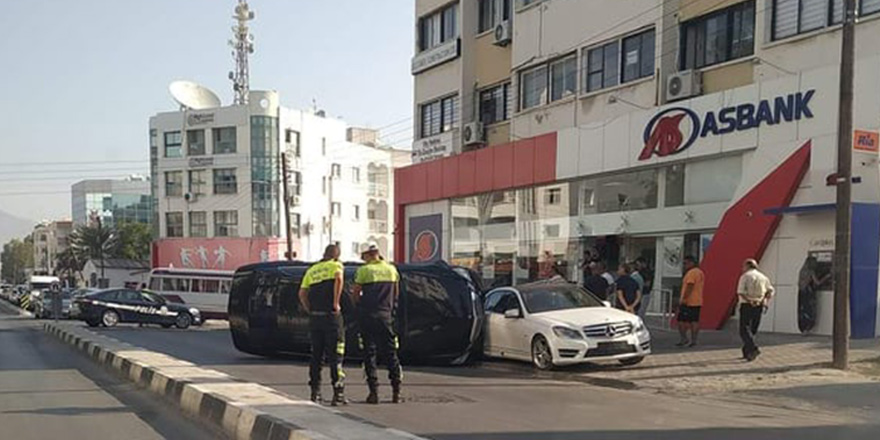 Lefkoşa'da kaza korkuttu, takla attı