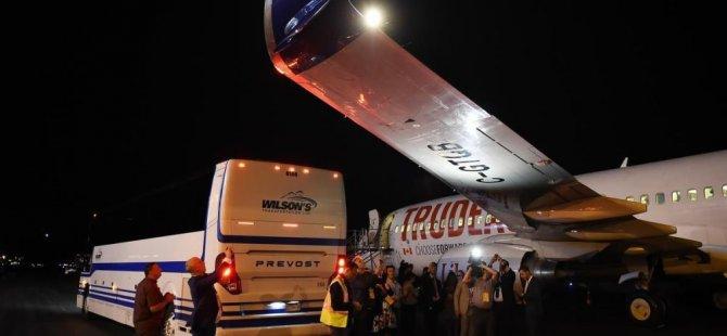 Trudeau'nun uçağına otobüs çarptı