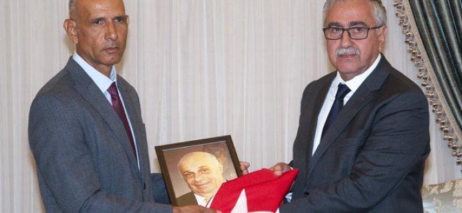 Cumhurbaşkanı Mustafa Akıncı Akdoğan Dr. Fazıl Küçük İlkokulu Müdürü Sözer Özkaramehmet'i kabul etti