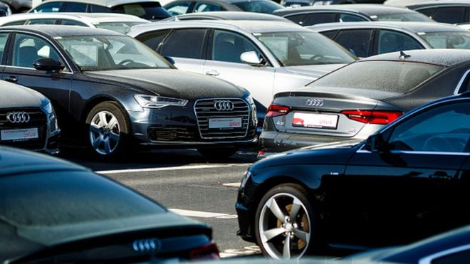 Hollanda polisinin aldığı lüks otomobiller sürücü bulunamadığı için kullanılamıyor