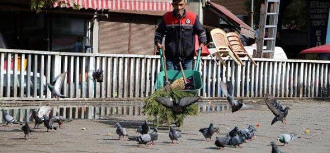 Temizlik işçisi, 2 bin 400 lira olan maaşının 400 lirasıyla burs veriyor