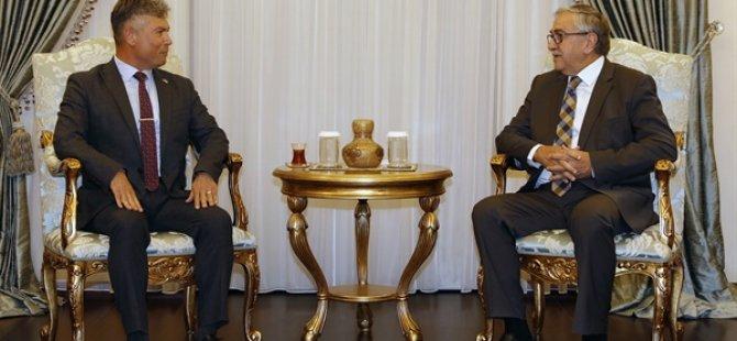 Cumhurbaşkanı Akıncı, Sivil Savunma Teşkilatı Başkanı Necmi Karakoç'u kabul etti