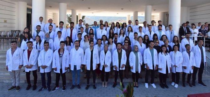 Girne Üniversitesi Sağlık Bilimleri Fakültesi öğrencilerinin beyaz önlük giyme töreni heyecani