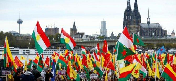 Türkiye'nin askeri harekâtı Almanya'da binlerce kişi tarafından protesto edildi