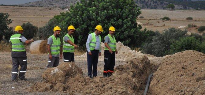 Topçuköy-Altınova arasında su boruları döşenmeye devam ediyor