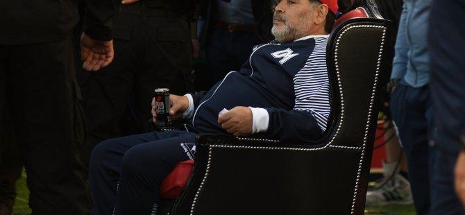 Maradona, maçı tahttan izledi