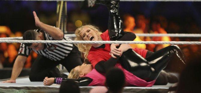 Suudi Arabistan'da kadınlar Amerikan güreşi için ringe çıktı