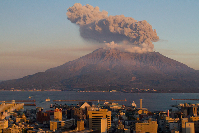 Japonya'da Yanardağ Faaliyete Geçti