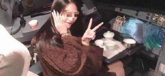 Kadın yolcuyu kokpite alan pilot meslekten men edildi