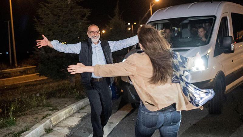 1138 gün tutuklu kalan Ahmet Altan hakkında tahliyeden 7 gün sonra tekrar yakalama kararı!
