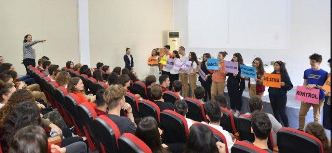 Yakın Doğu Koleji'nde kadına yönelik şiddete karşı farkındalık etkinliği düzenlendi