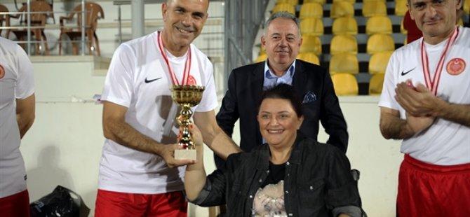 Cumhuriyet Kupası maçları tamamlandı, takımlara kupa ve madalyaları verildi