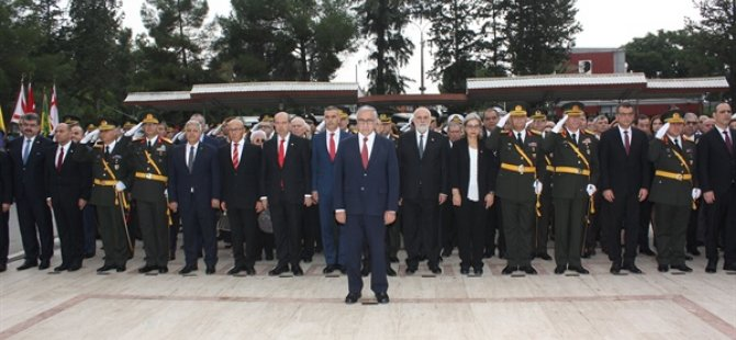 15 Kasım: Lefkoşa Atatürk Anıtı'nda tören düzenlendi