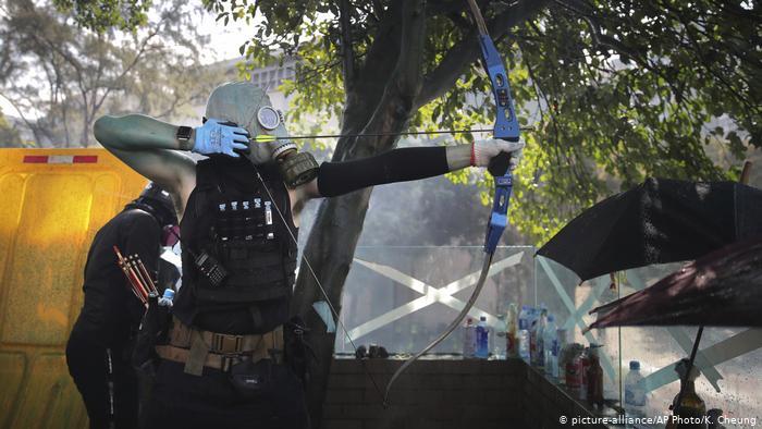 Hong Kong'da şiddet tırmanıyor
