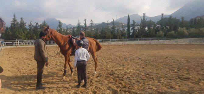 Ağaçları ve Bitkileri Tanıyarak, At Binmenin İnceliklerini Öğrendiler…