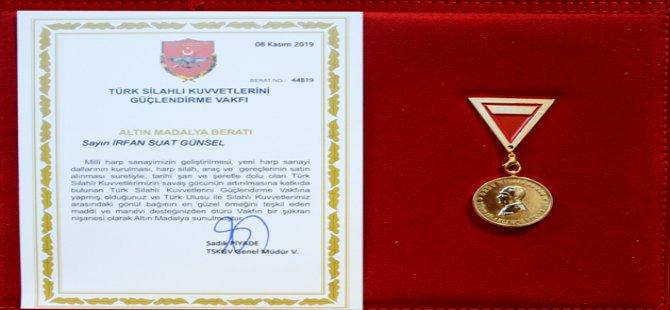 TSK Güçlendirme Vakfı tarafından Yakın Doğu Üniversitesi Mütevelli Heyeti Başkanı Prof. Dr. İrfan Suat Günsel'e altın madalya verildi