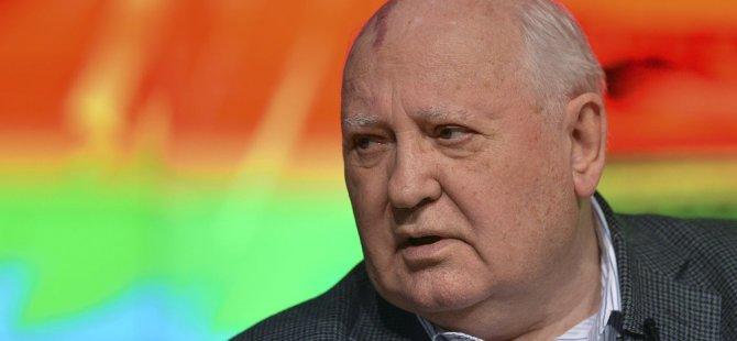 Gorbaçov: Dünya yeni bir silah yarışı ve Soğuk Savaş tehlikesi altında