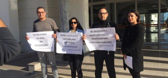 Bağımsızlık Yolu Mağusa Belediyesi önünde basın açıklaması yaptı: Belediye olduğunuzu hatirlatacağiz