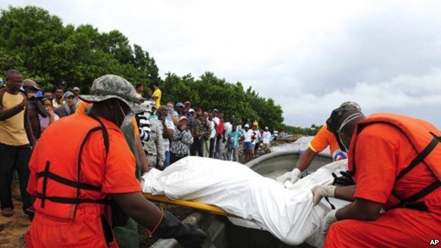 105 sığınmacı taşıyan tekne battı