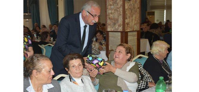 Girne Belediyesi İkinci Bahar üyeleri yeni yıl yemeğinde bir araya geldi