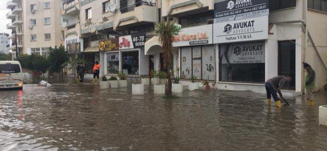Mağusa'da bazı bölgeler su altında kaldı
