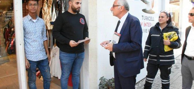 Girne Belediye Başkanı Güngördü çarşıda bildiri dağıttı