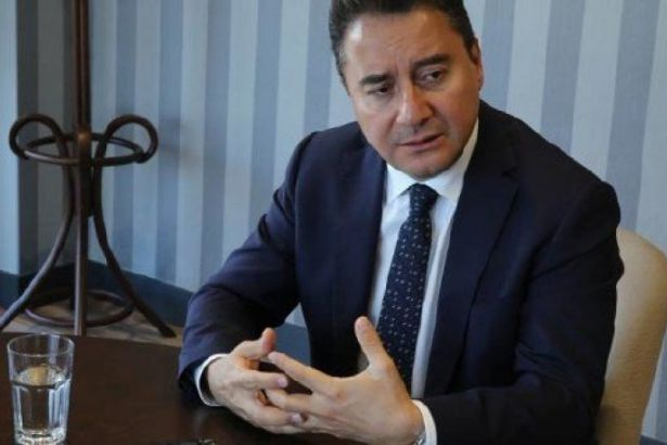 Ali Babacan 'yeni' parti kuruluşunu yine erteledi