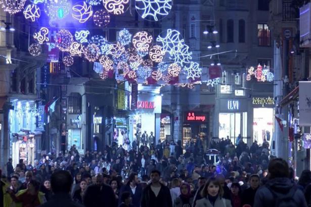 Beyoğlu Belediyesi yılbaşında pompayla gül kokusu sıkacak