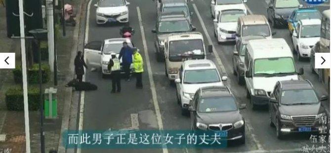 Kadın ve kocasına 10 dakika arayla aynı yerde otomobil çarptı