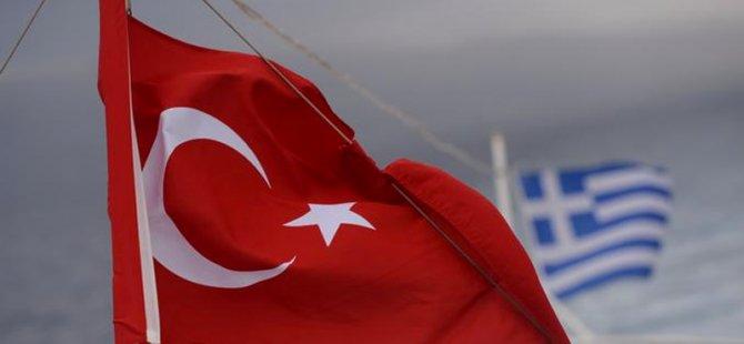 Yunanistan'da Türk konsolosluk çalışanının arabası kundaklandı