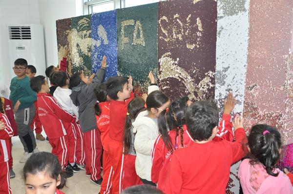 Güzelyurt Belediyesi, çocuklara yönelik illüzyon ve kukla gösterisi düzenledi