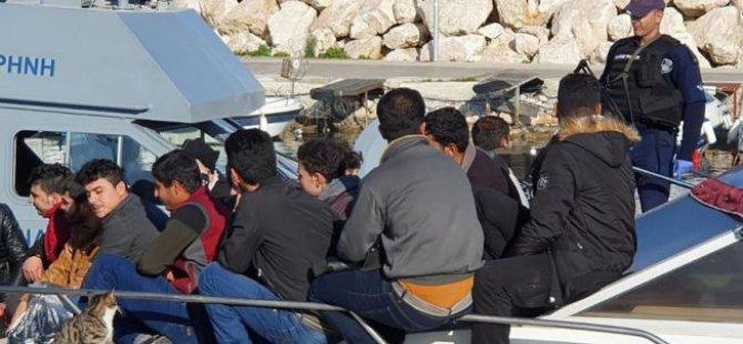 44 Mülteci Deniz Ve Kara Yoluyla Güney'e Ulaştı
