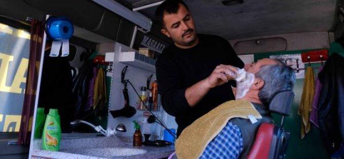 İşyeri kiraları yüksek olunca minibüste berberlik yapıyor
