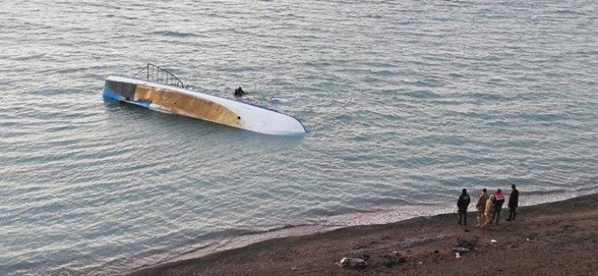 Van Gölü'nde düzensiz göçmen teknesi battı: 7 kişi öldü, 64 kişi kurtarıldı