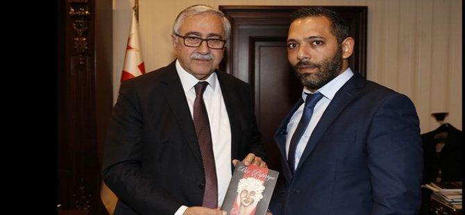 Cumhurbaşkanı Mustafa Akıncı, yazar Şevket Alkapon'u Kabul etti
