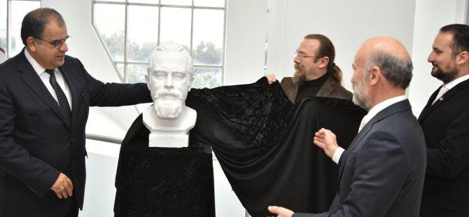 """Erdoğan Ergün'ün """"GÜZEL"""" adlı Kişisel Stencil Baskı Resim Sergisi  Sucuoğlu tarafından açıldı."""