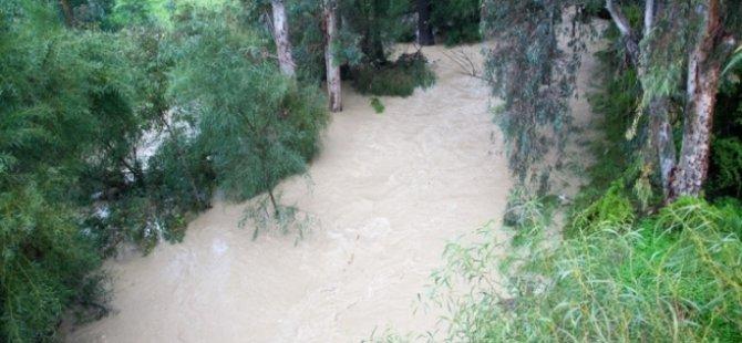 Lefkoşa'da Kanlıdere'nin su seviyesi yükseldi!