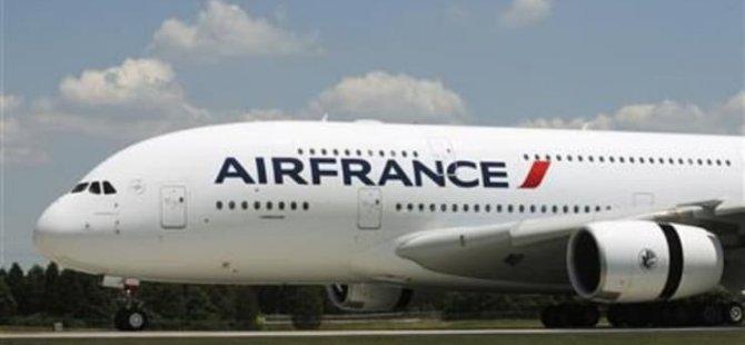 Biletsiz uçmak için iniş takımının yuvasına giren çocuk ölü bulundu