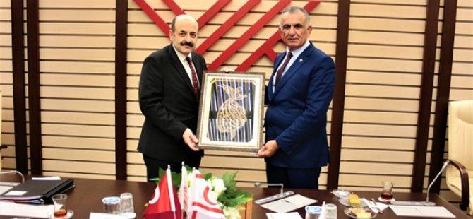 Milli Eğitim ve Kültür Bakanı Çavuşoğlu, YÖK Başkanı Yekta Saraç ile görüştü