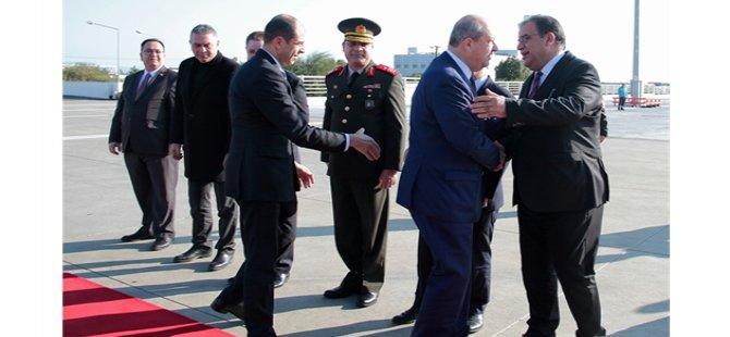 Başbakan ve yardımcısı Erdoğan'la görüşmek üzere İstanbul'a gitti