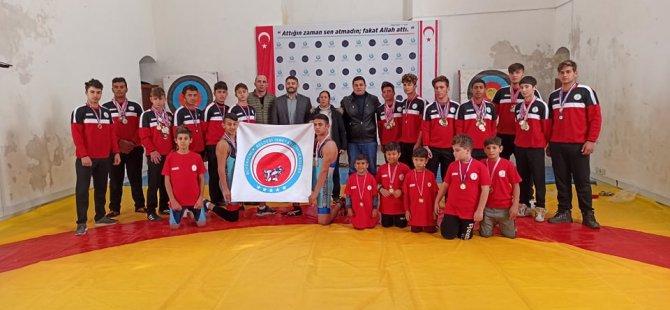 Büyükkonuk güreşçilerine Türkiye'den destek