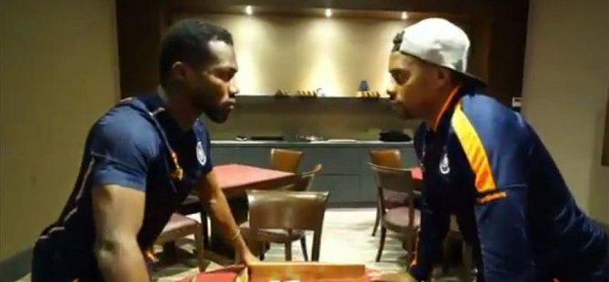 Medipol Başakşehirli futbolcular Robinho ve Azubuike'den 'Çiçek Abbas' atışması