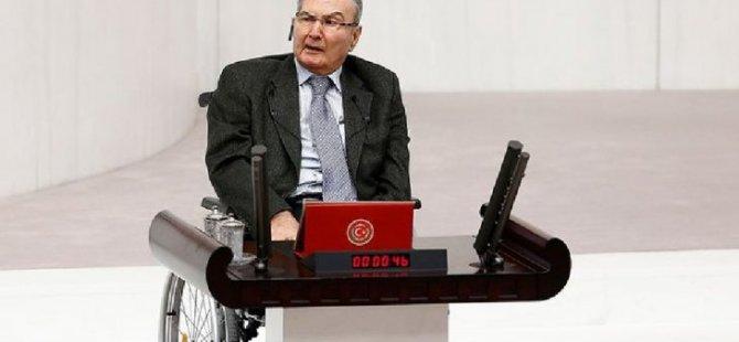 Deniz Baykal'dan AKP'ye Libya desteği: Kutluyorum
