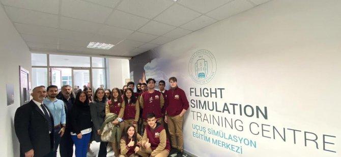 Yakın Doğu Koleji 12. Sınıf Öğrencileri Girne Üniversitesi Uçak ve Gemi Simülatörlerini Uygulamalı Olarak Deneyimledi…
