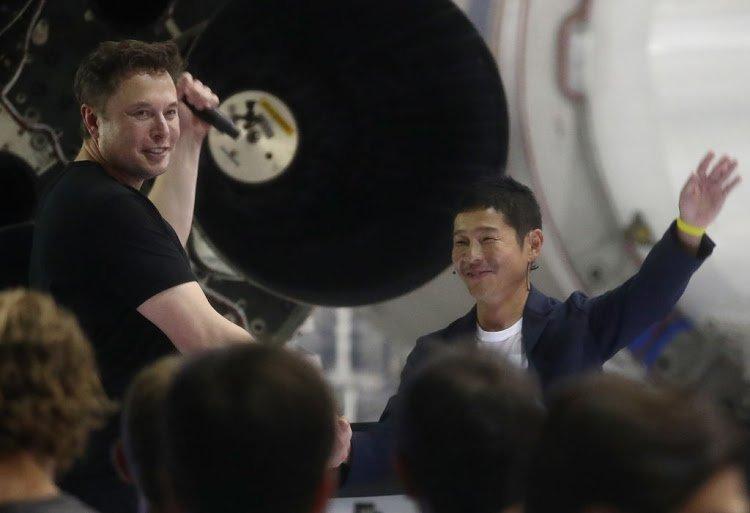 Elon Musk'ın Ay'a Göndereceği Japon Milyarder, Twitter Takipçilerine Para Dağıtacak